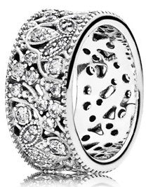 PANDORA Shimmering Leaves Ring -