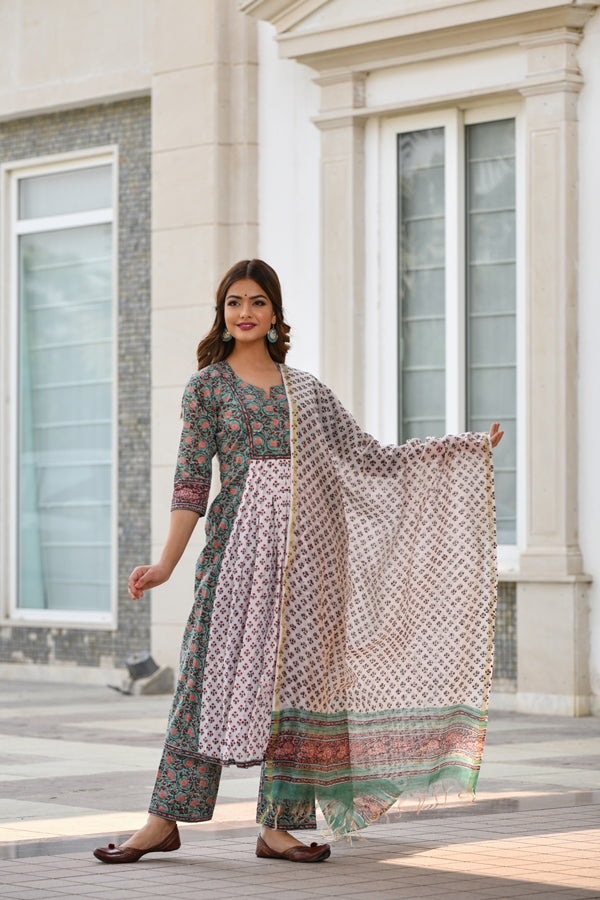 Contrast Front Gather with exquisite Borders Handblock suit set with Chanderi Silk Dupatta