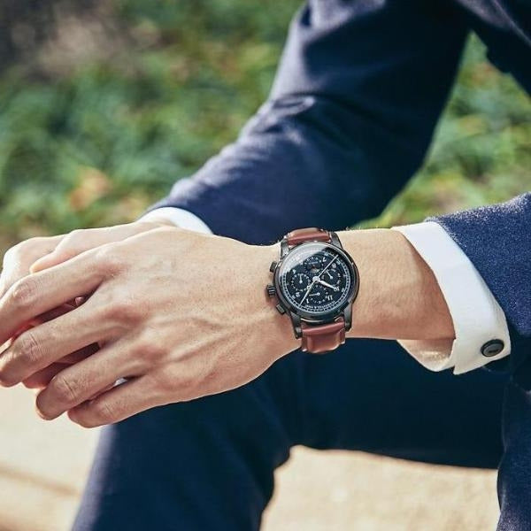 Man wearing Rosewood Automatic Vintage Watch on wrist