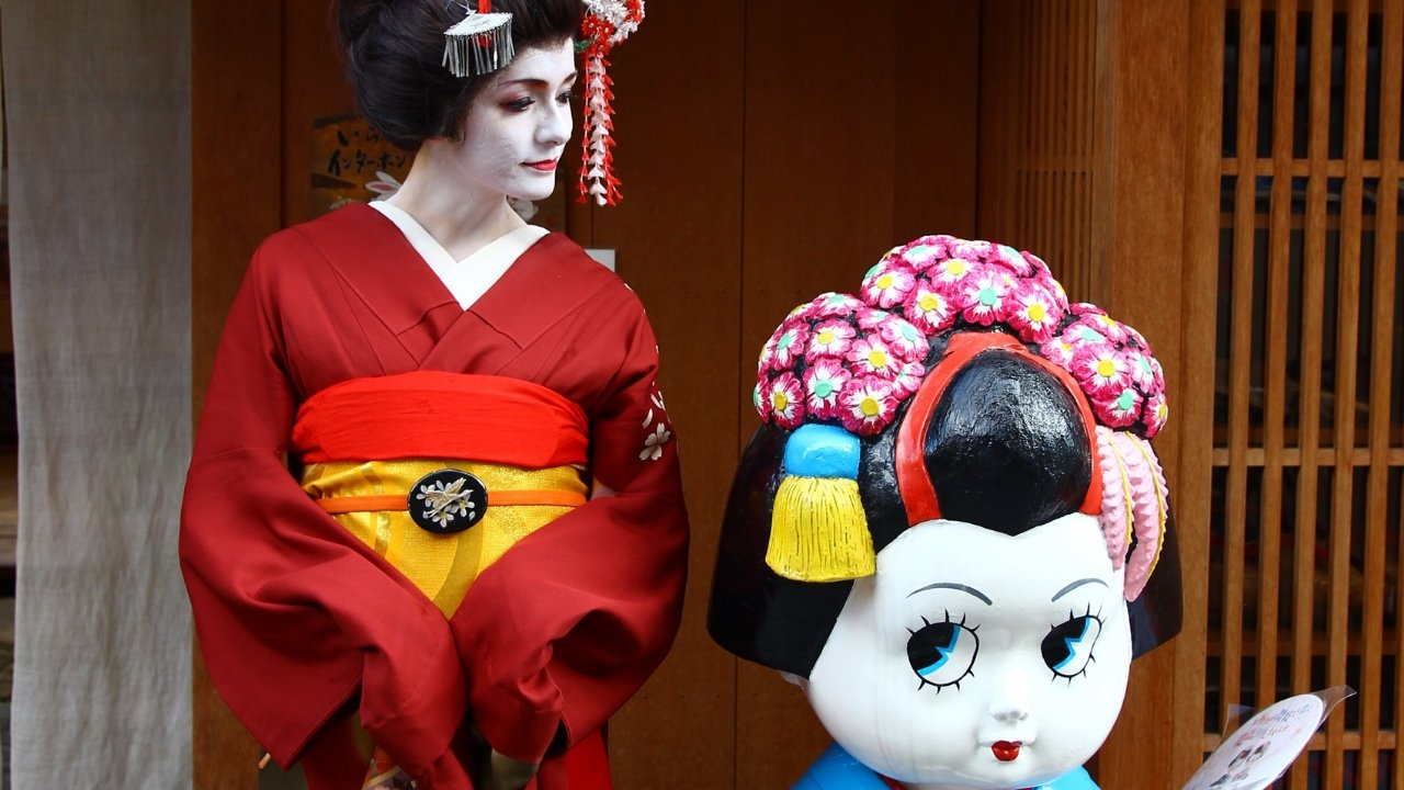 Getting a Geisha Makeover in Kyoto | A Map to Anywhere