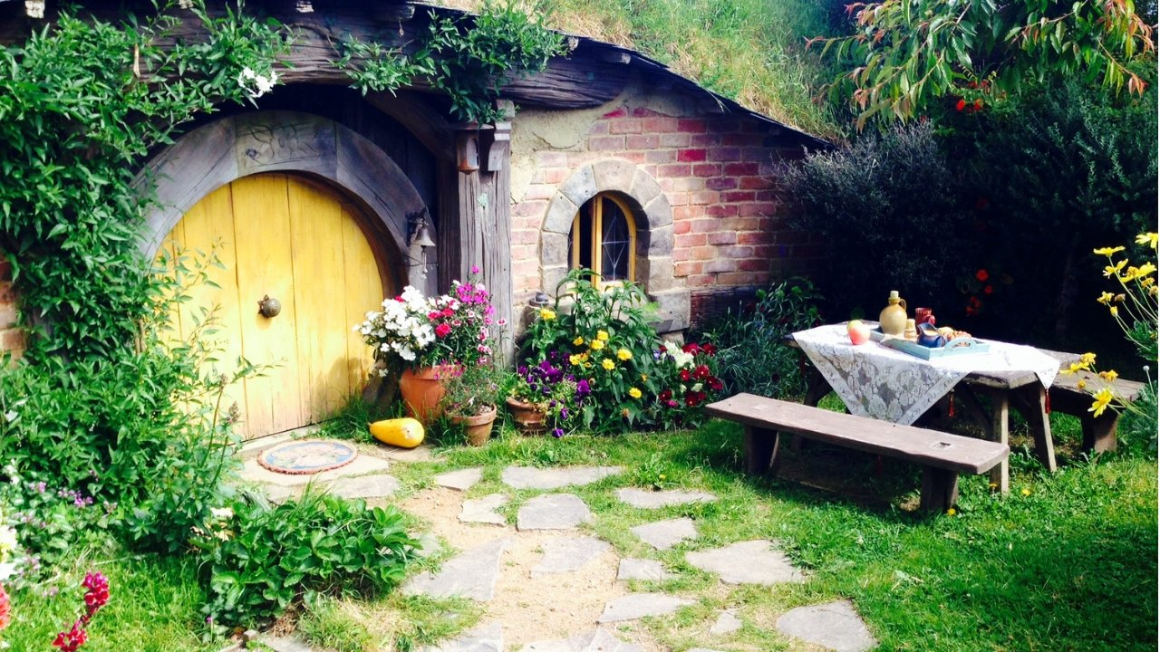 Visiting Hobbiton in New Zealand | A Map to Anywhere