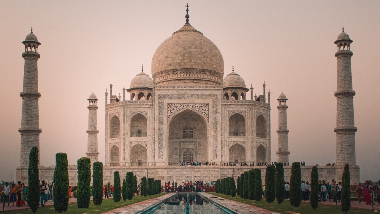 Visiting the Taj Mahal as a Girl Alone – A Very Weird and Wonderful Experience | A Map to Anywhere
