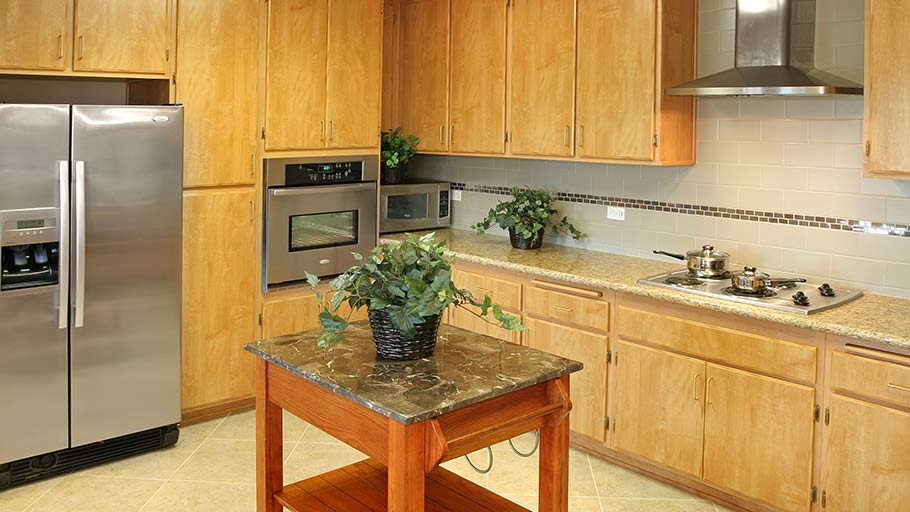Jamboree's Diamond in Anaheim, CA shared apartment community kitchen