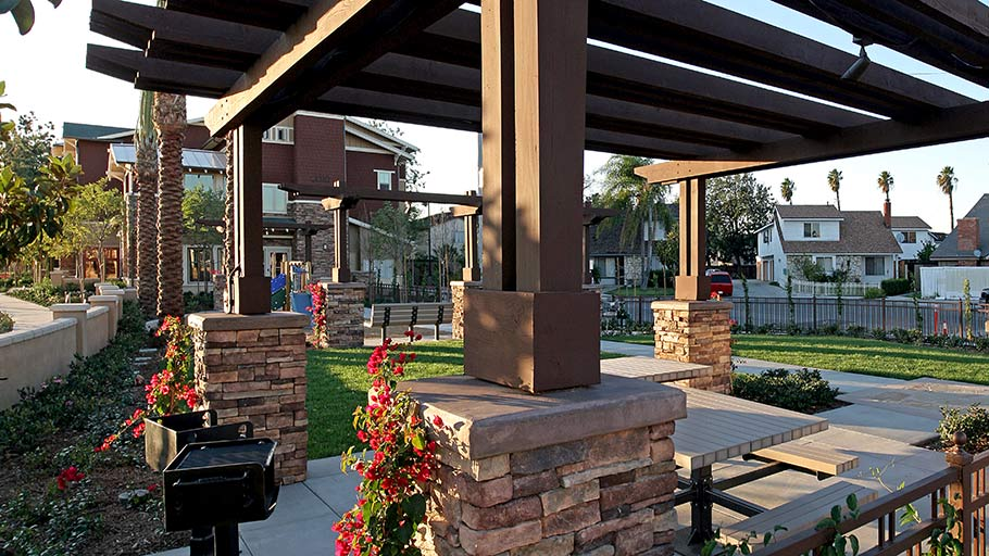 Jamboree's Diamond in Anaheim, CA family community courtyard patio