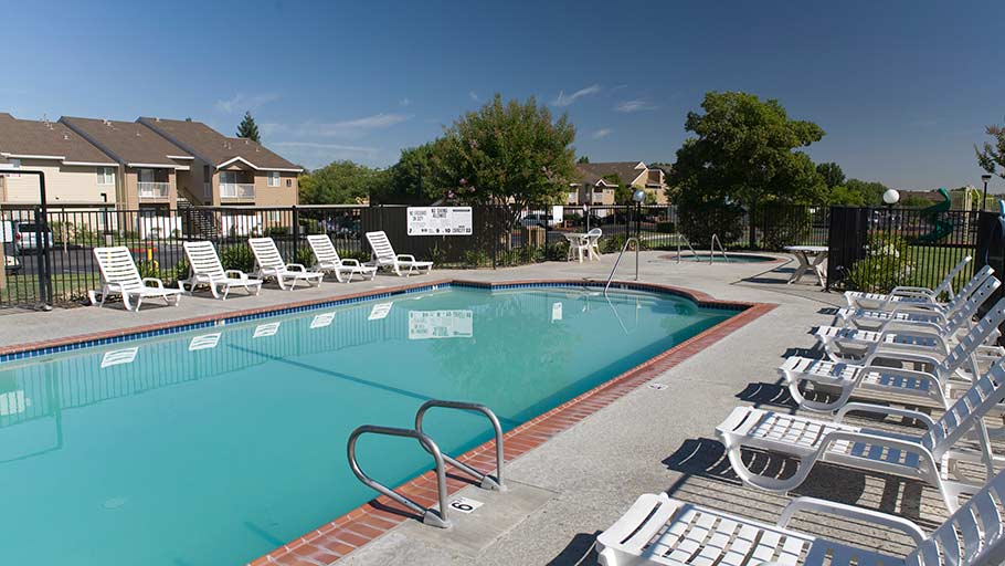 Jamboree's Hastings Park family apartment community pool in Antelope