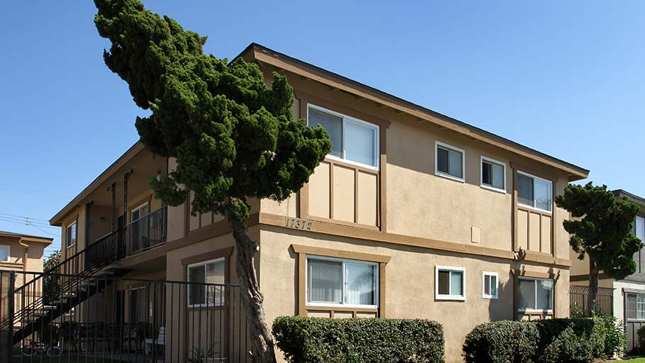 Jamboree's Oakview in Huntington Beach, CA affordable family community