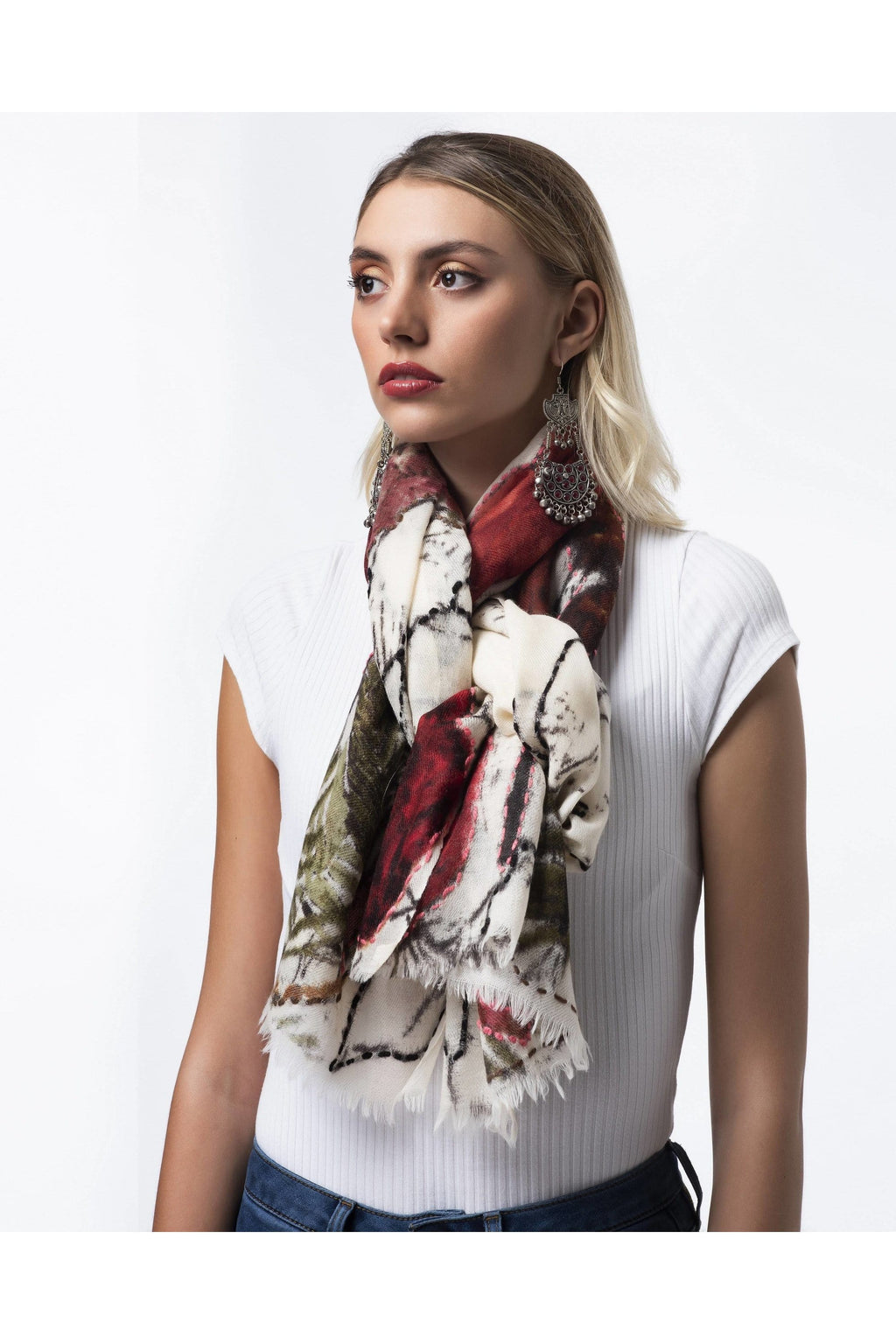 Wool embroidered scarf Red rose
