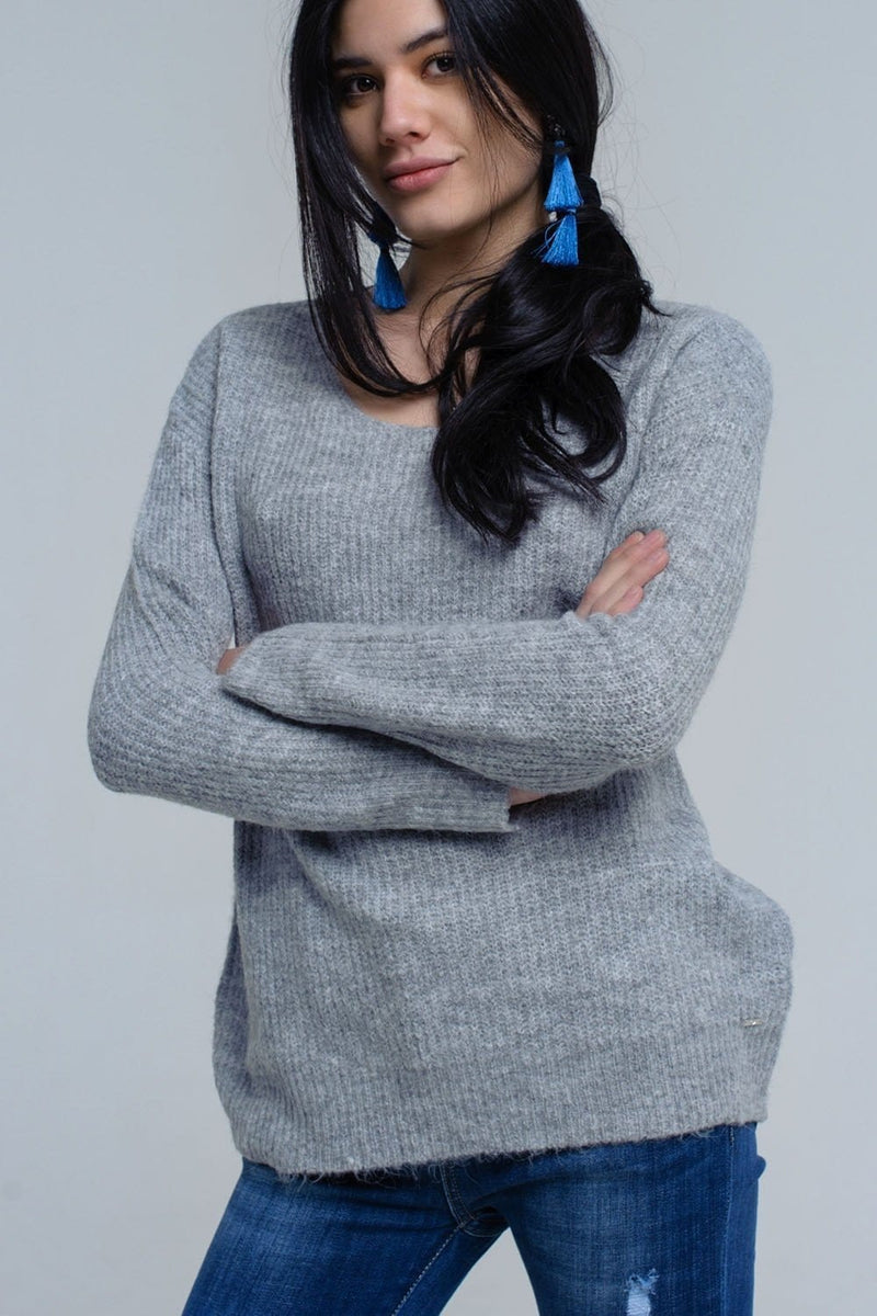 Q2 Gray knitted sweater with tie-back closure