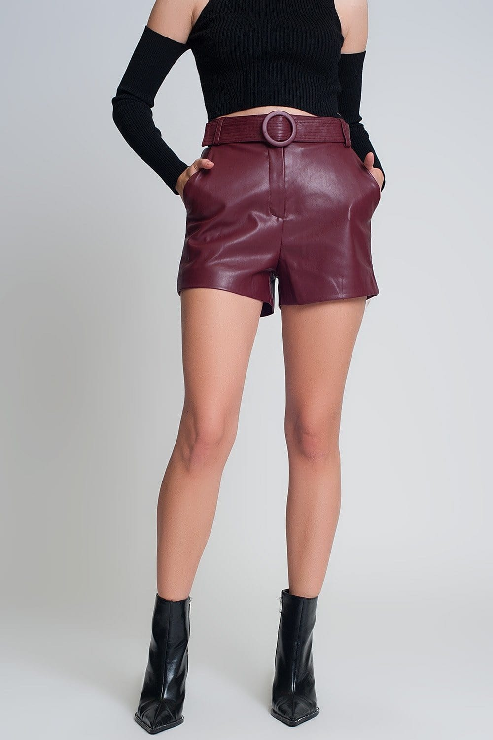 Shorts Maroon with Belt in Faux Leather - Himelhoch's
