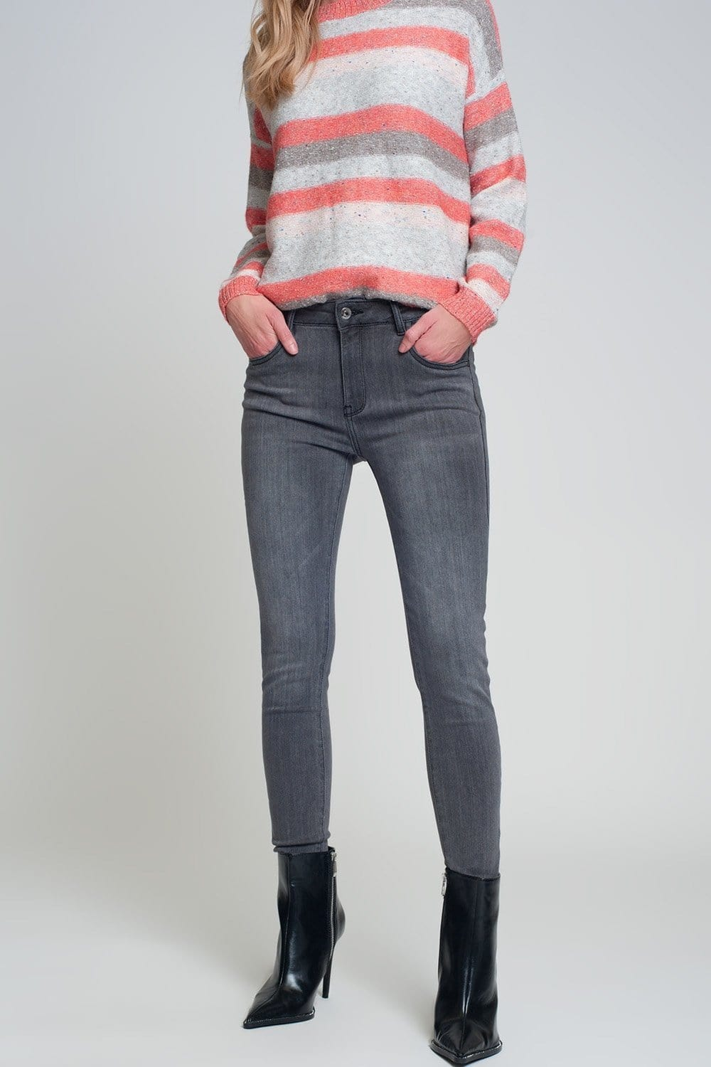 Q2 Skinny fit jeans with side slit in gray