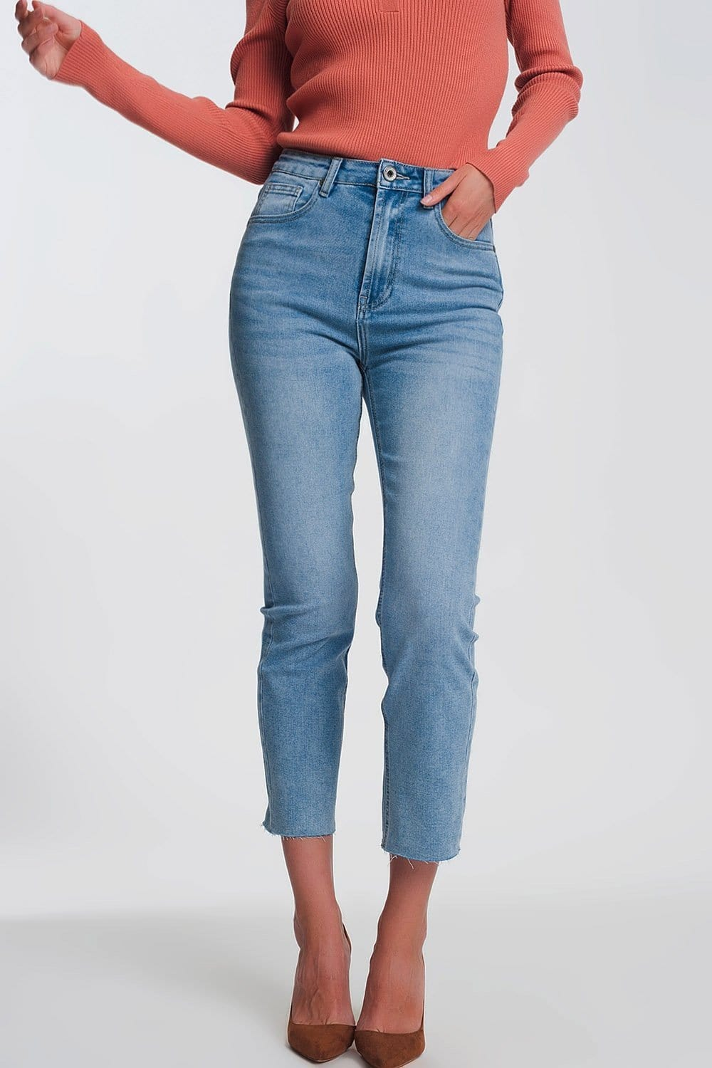 Q2 Straight leg jeans in light blue with raw hem