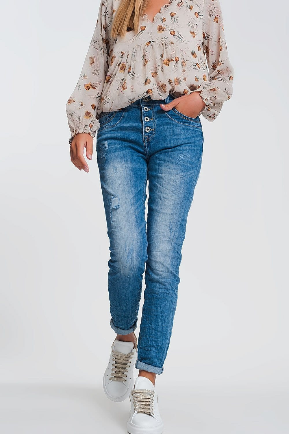 Wrinkled Boyfriend Jeans in Light Denim with Ripped Details - Himelhoch's