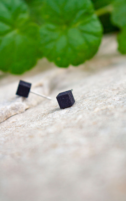 VOX & OZ Cubic, Black, Stud earrings, unisexe earrings, matte texture, made in Quebec-CANADA, 5mmx5mmx5mm