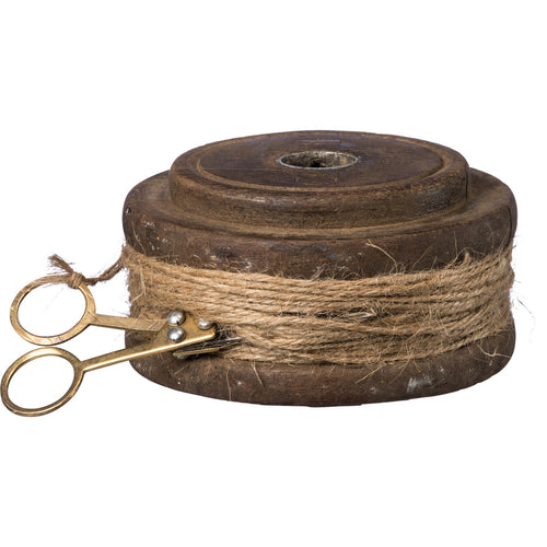 Flat wooden spool with twine and scissors