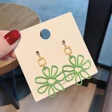 Load image into Gallery viewer, Floral design statement drop earrings