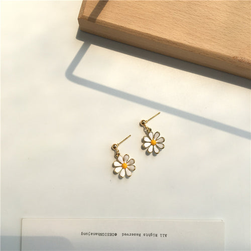 Daisy design stud earrings