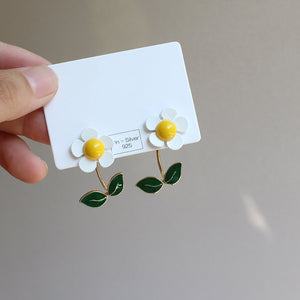 Daisy and Green Leaf Earring with sterling silver pin