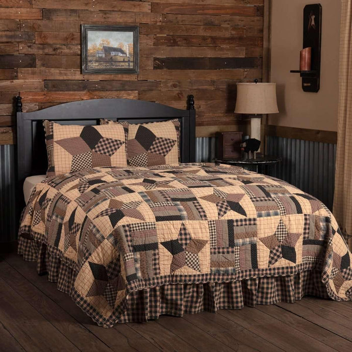 Bingham Star California King Quilt Set; 1-Quilt 130Wx115L w/2 Shams 21x37 VHC Brands