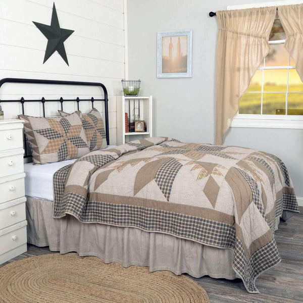 Dakota Star Farmhouse Blue Queen Quilt Set (1 Quilt 90Wx90L & 2 Shams 21x27) VHC Brands