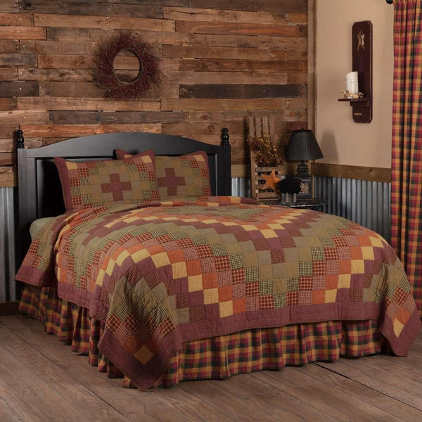 Heritage Farms California King Quilt Set; 1-Quilt 130Wx115L w/2 Shams 21x37 VHC Brands