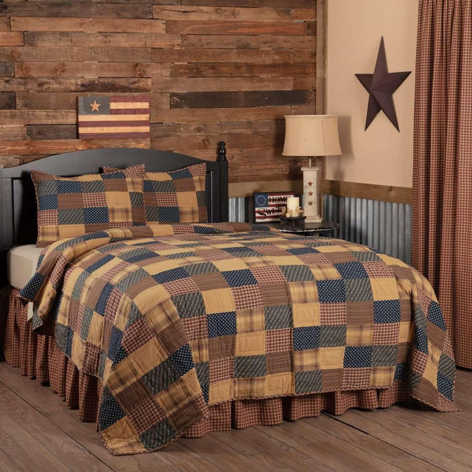 Patriotic Patch California King Quilt Set (1 Quilt 130Wx115L& 2 Shams 21x37) VHC Brands