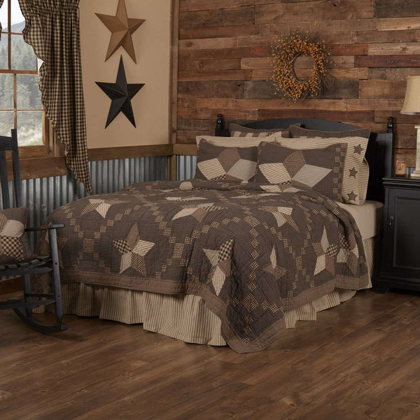Farmhouse Star Luxury King Quilt 120Wx105L VHC Brands
