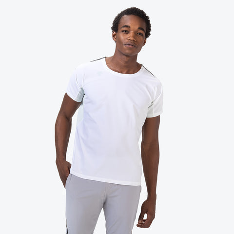 "{""caption"":""Model is 6'0\"", 32\"" Waist, Size Medium"",""color"":""White"",""alt"":""Hybrid Short Sleeve T-Shirt On Model Front View in White""}"
