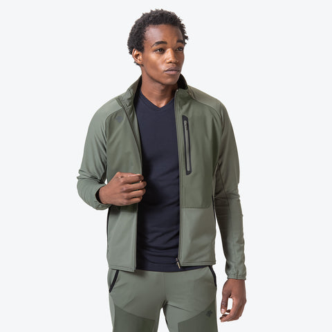 "{""caption"":""Model is 6'0\"", 31\"" Waist, Size Medium"",""color"":""Khaki"",""alt"":""Technista Hybrid Jacket on Model from front""}"
