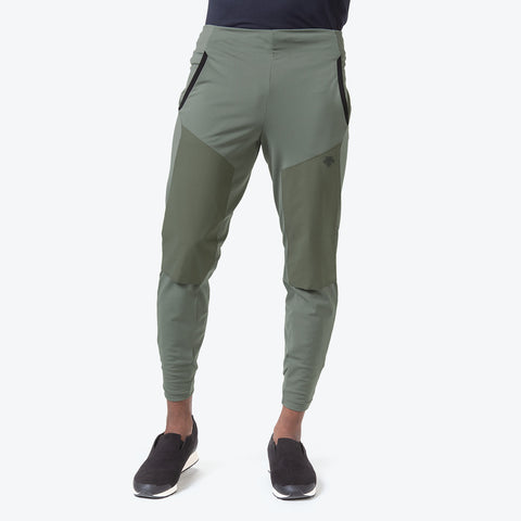 "{""caption"":""Model is 6'0\"", 31\"" Waist, Size Medium"",""color"":""Khaki"",""alt"":""Technista Hybrid Pants on model from the front""}"
