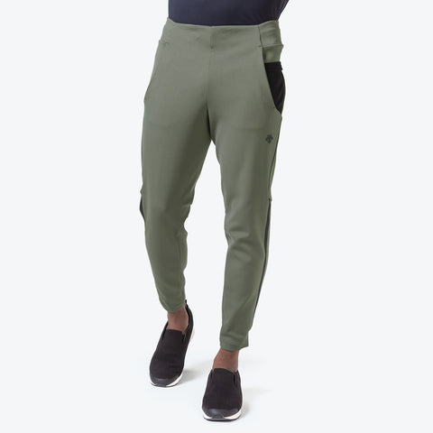 "{""caption"":""Model is 6'0\"", 31\"" Waist, Size Medium"",""color"":""Khaki"",""alt"":""Technista Stretch Pants on model from the front in khaki""}"