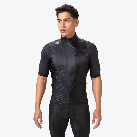 "{""caption"":""Model is 6'0\"", 31\"" Waist, Size Medium"",""color"":""Black"",""alt"":""Men's Packable Cycling Vest shown on-model in black from the front""}"