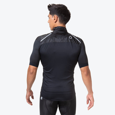 "{""caption"":""Model is 6'0\"", 31\"" Waist, Size Medium"",""color"":""Black"",""alt"":""Men's Packable Cycling Vest shown on model in black from the back""}"