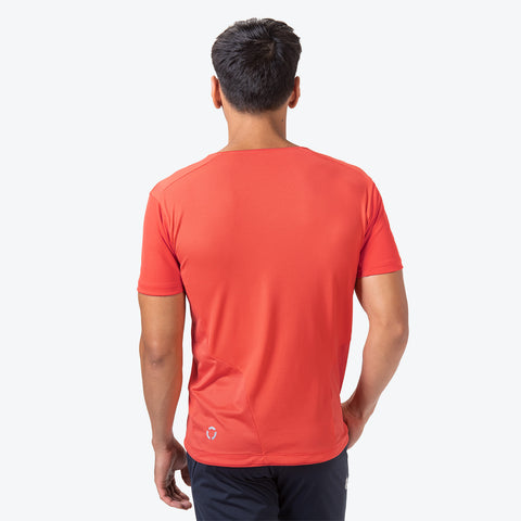 "{""caption"":""Model is 6'0\"", 31\"" Waist, Size Medium"",""color"":""Red Vermillion"",""alt"":""Dry Grid Short Sleeve T-Shirt On Model Back View in Red Vermillion""}"