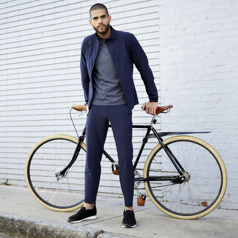 "{""caption"":""Model is 5'10.5\"", 31\"" Waist, Size Medium"",""color"":""Navy"",""alt"":""Men's Stretch Training Pants worn on model as he sits on his bicycle""}"