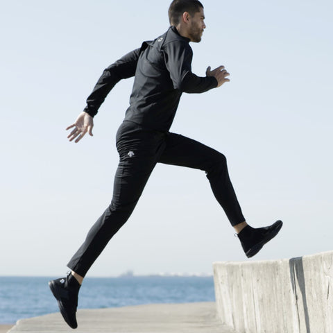 "{""alt"":""Men's Triple Tech Active Pants in Black, Worn on Athlete During a Workout""}"