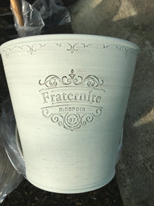 Pot Plastic (Fraternite Off-White)