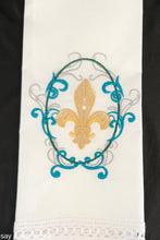 Load image into Gallery viewer, fleur de lis guest towel