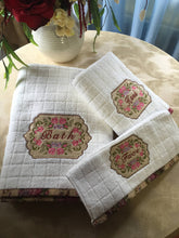 Load image into Gallery viewer, embroidered bath towel set with vintage design