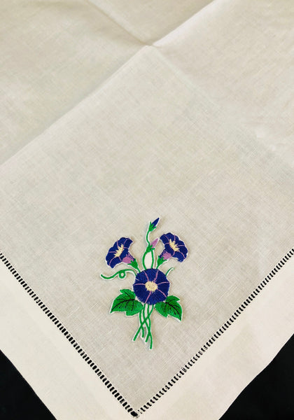 dinner napkin embroidering with morning glory flower design