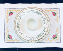 Load image into Gallery viewer, placemat embroidered with roses on all corner