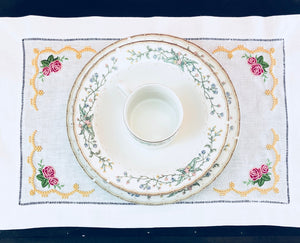 placemat embroidered with roses on all corner