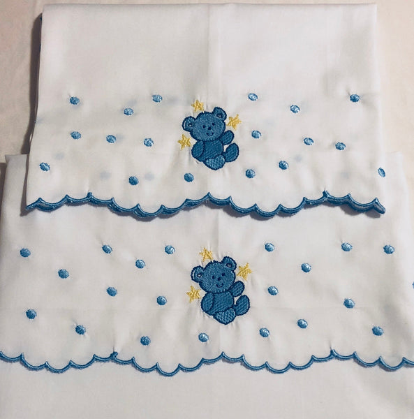 baby crib sheet set embroidered with bear and scallop edge