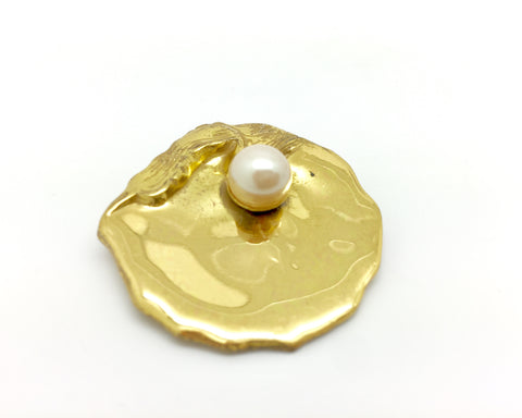 1950's MIRIAM HASKELL Gold oyster with pearl brooch