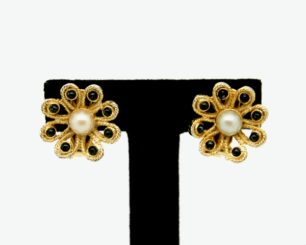1950's HÒBE pearl centre flowers earring