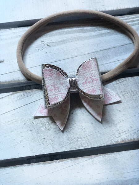 DOLLY Pink Christmas Bow