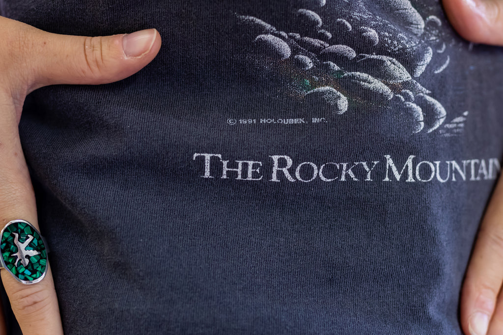 90's, Vintage, ''The rocky Mountain Legend.'' Coors Beer, Single Stitch, T-shirt (Men's Medium-Large)