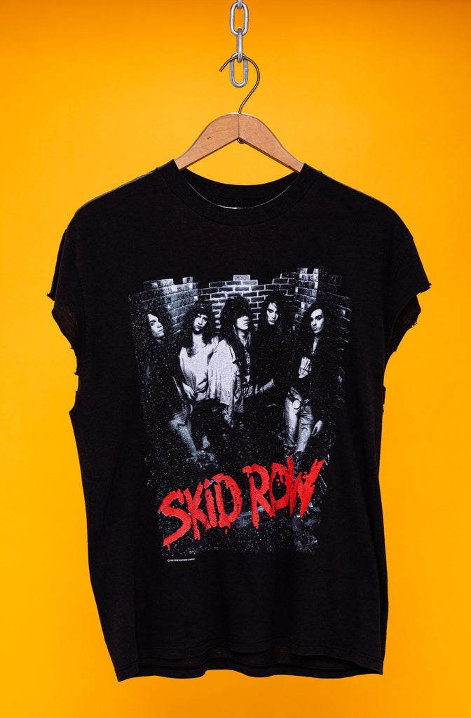 Vintage 1980's Skid Row ''Makin a Mess Of The U.S. Tour of 1989'' T-SHIRT (Men's Small)