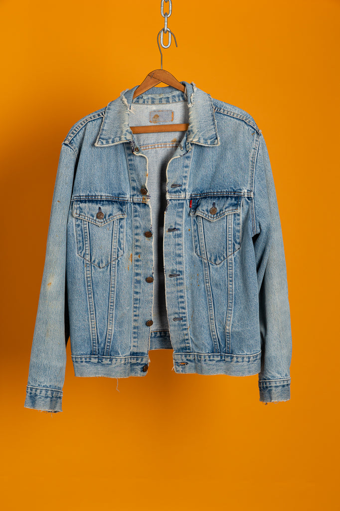 1970's Distressed & rusted Levi's Type 3 Trucker Mid Light Wash Denim Jean Jacket (Men's Medium)