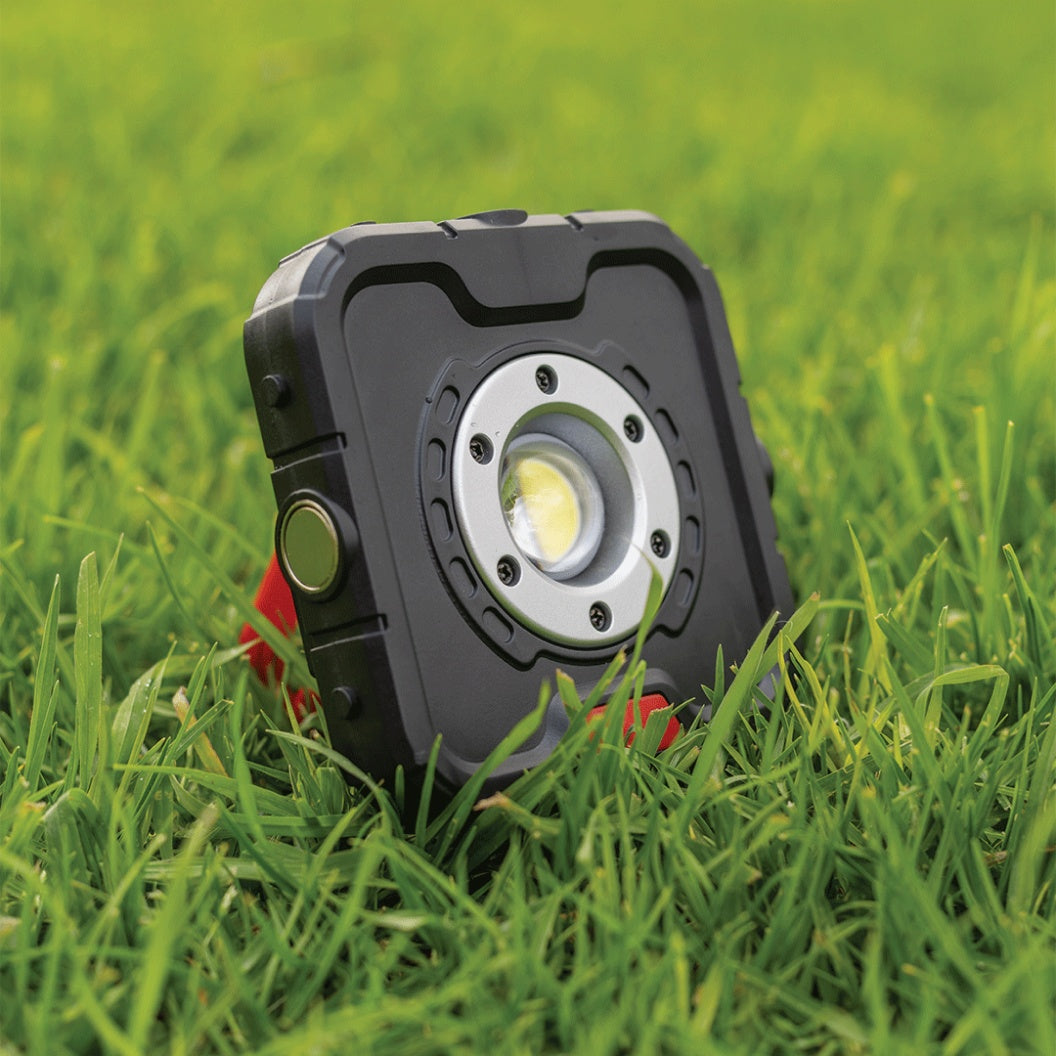 Why You Need The Magnetic Mini Worklight XP Right Now