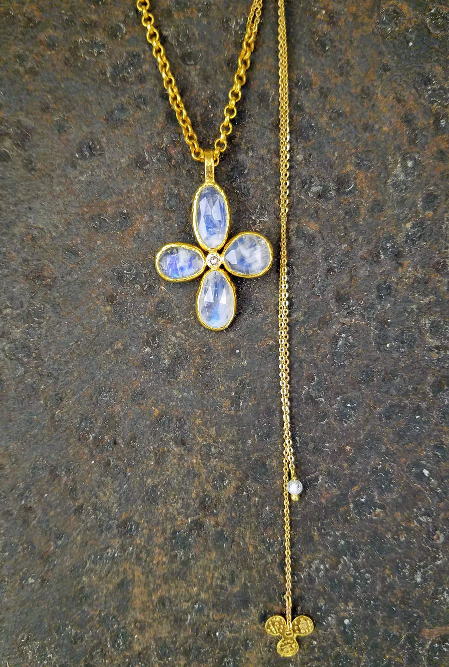 GARDEN SAPPHIRE MOONSTONE GOLD NECKLACE